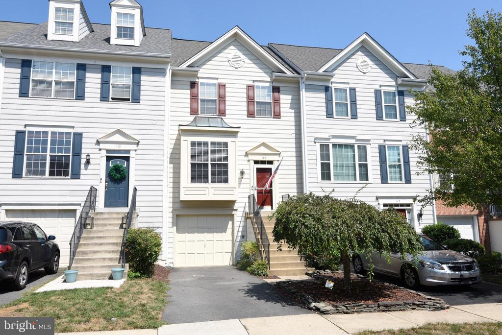 2,164-FINISHED SQ- FT TOWNHOME - 112 CONNERY TER SW, LEESBURG