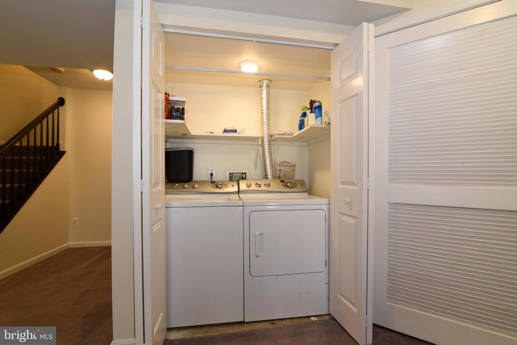 WASHER & DRYER CONVEY - 112 CONNERY TER SW, LEESBURG