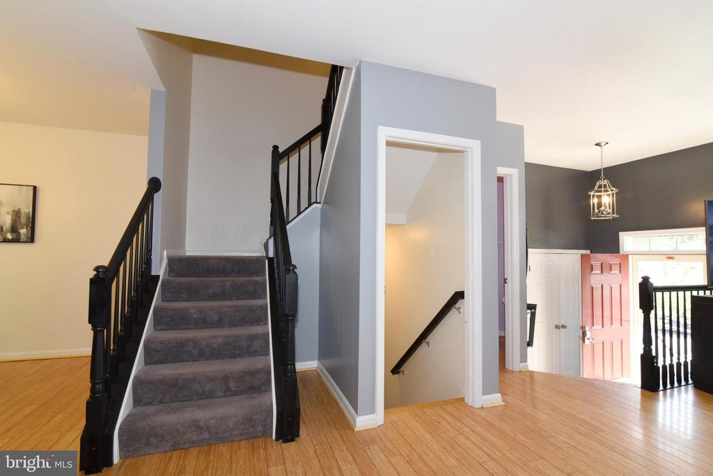STAIRS LEADING TO BEDROOM LEVEL - 112 CONNERY TER SW, LEESBURG