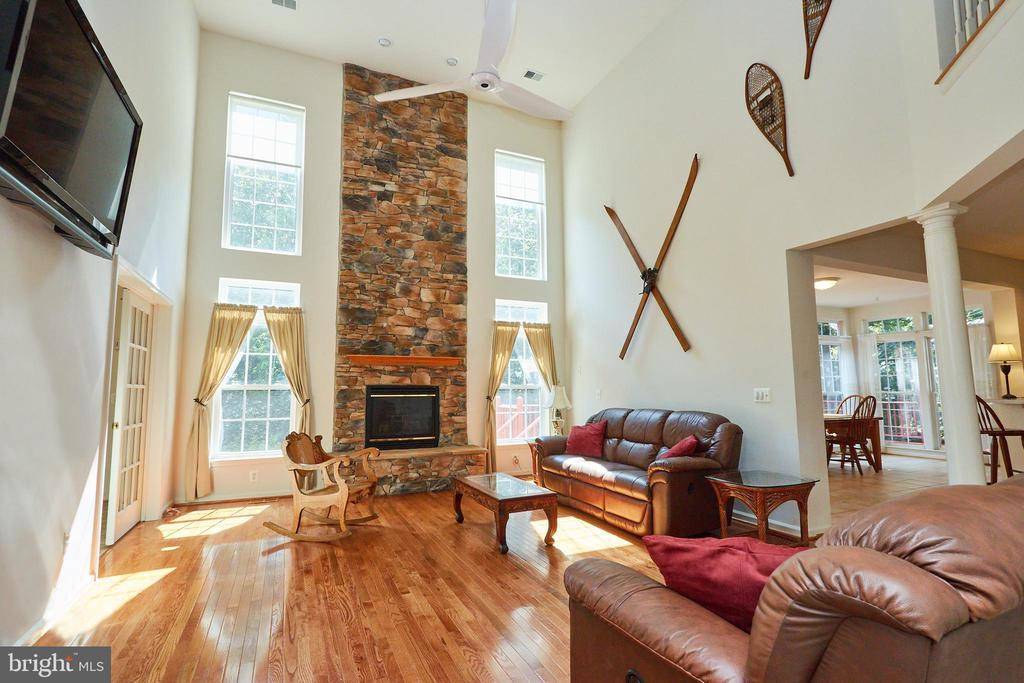 Family room gas fireplace and accent stone wall - 619 BRECKENRIDGE WAY, SHENANDOAH JUNCTION