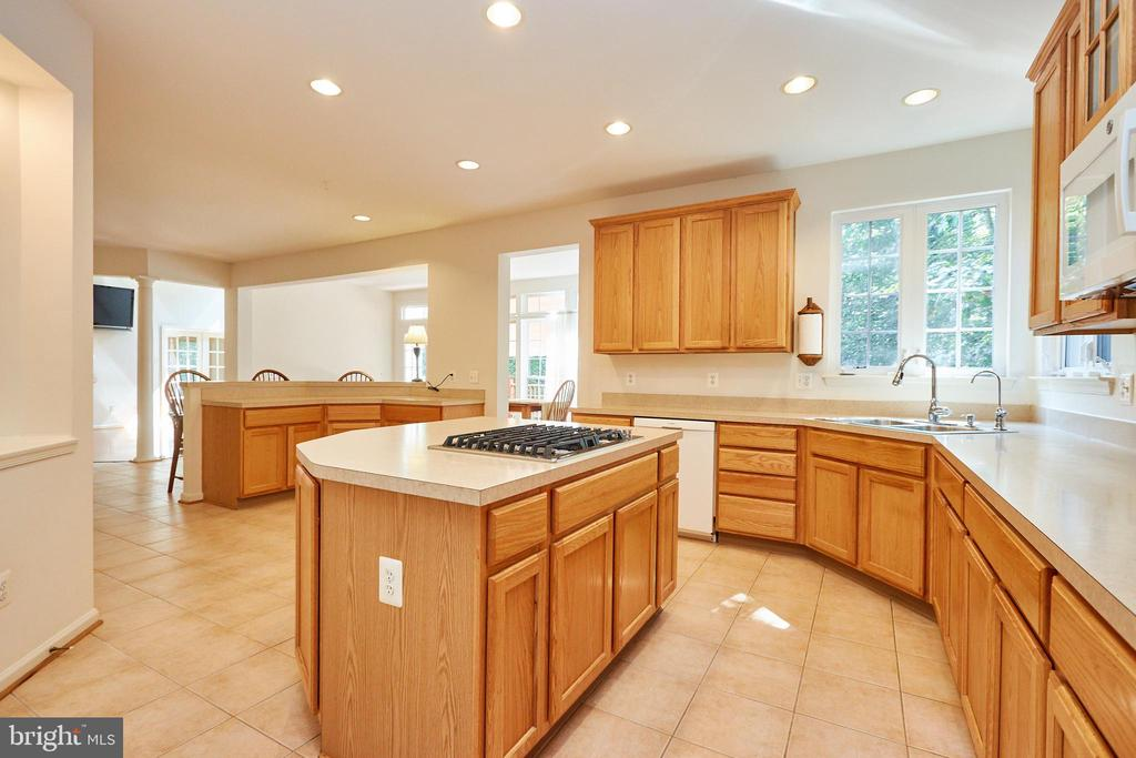Kitchen with Jenn -Air gas cooktop - 619 BRECKENRIDGE WAY, SHENANDOAH JUNCTION
