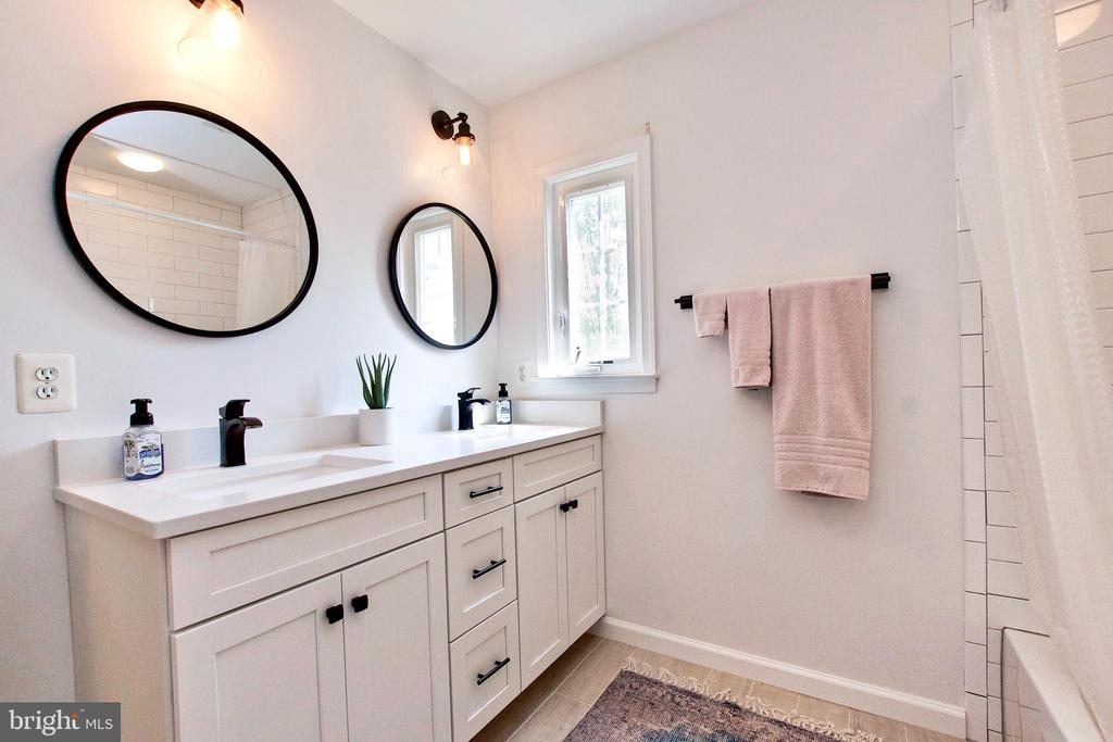 Second full bath upstairs has multiple upgrades - 25659 TREMAINE TER, CHANTILLY