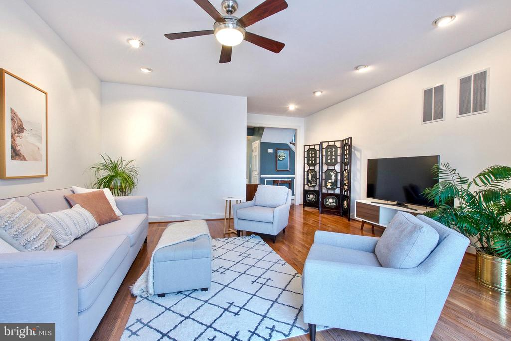 Ceiling fans are found throughout the home - 25659 TREMAINE TER, CHANTILLY