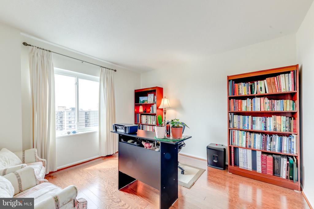 Bedroom 2 / Office - 8340 GREENSBORO #903, MCLEAN