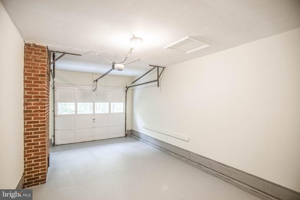 Painted garage with new opener - 1217 EASTOVER PKWY, LOCUST GROVE