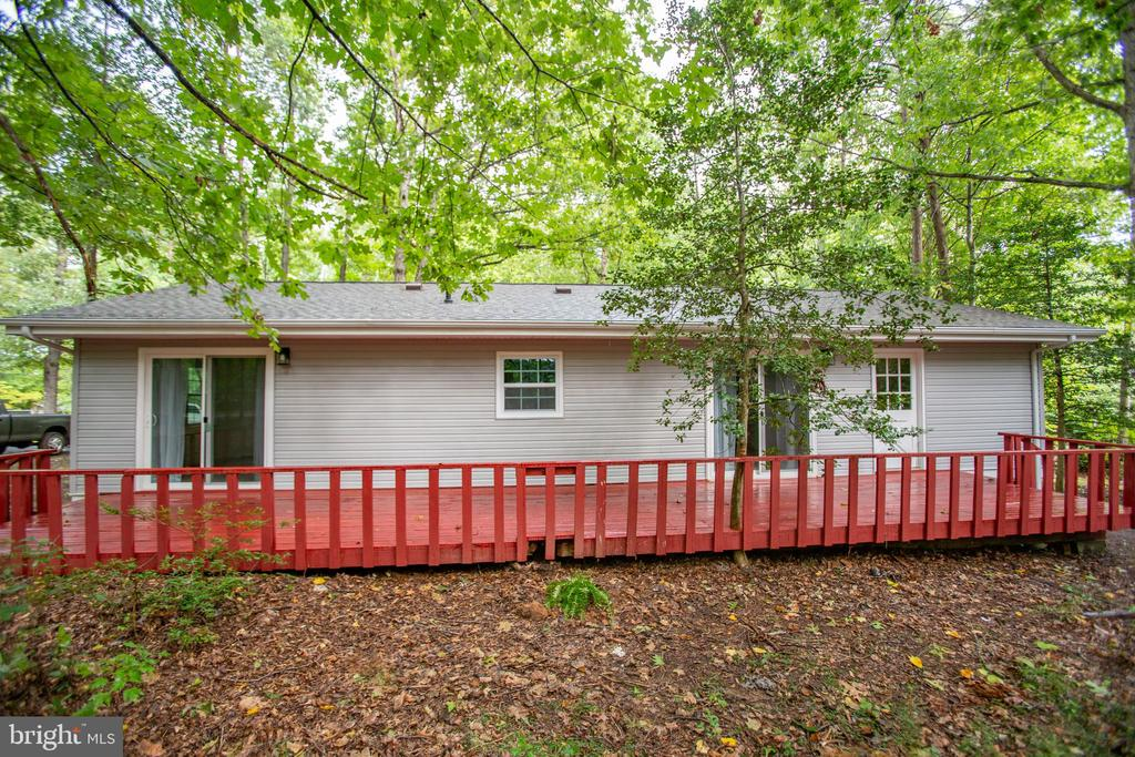 Expansive deck for a bbq and the dogs - 1217 EASTOVER PKWY, LOCUST GROVE