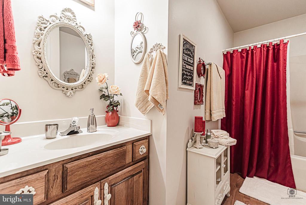 Upstairs Hall Bathroom - 990 WILLOWDALE DR, SHEPHERDSTOWN