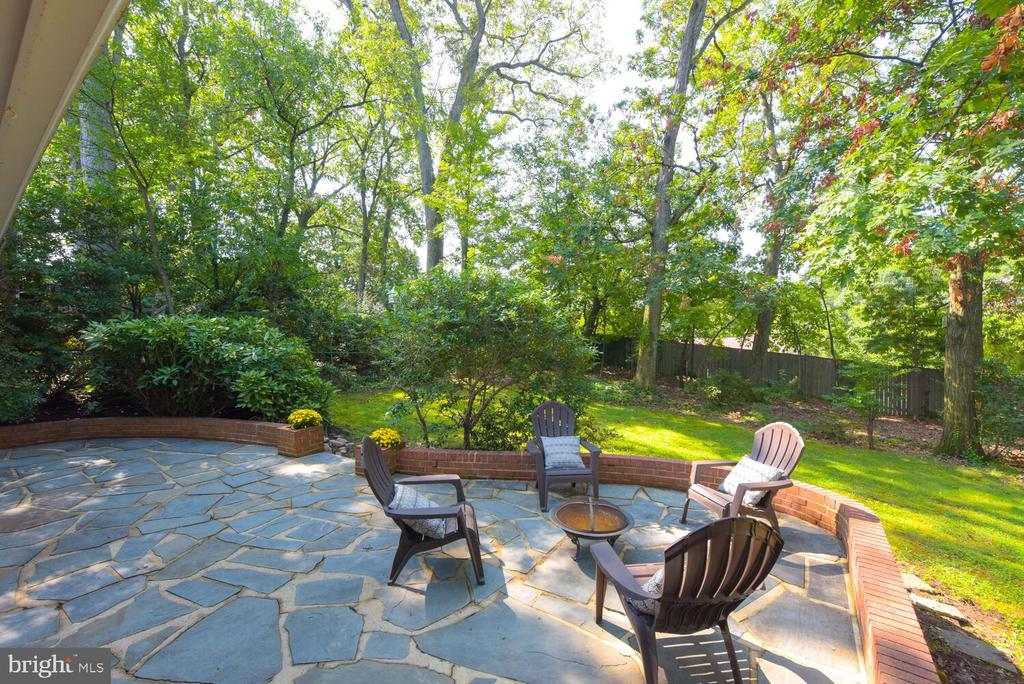 Flagstone patio - 2305 WINDSOR RD, ALEXANDRIA