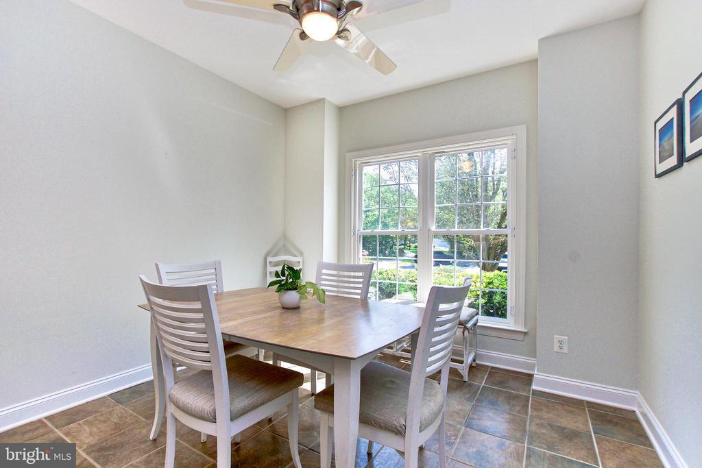 Breakfast Room has window shutters (not shown) - 25659 TREMAINE TER, CHANTILLY