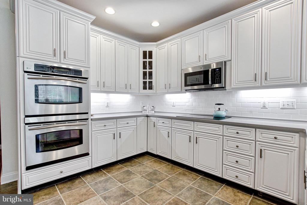 Stainless steel appliances- many new in last 3 yrs - 25659 TREMAINE TER, CHANTILLY