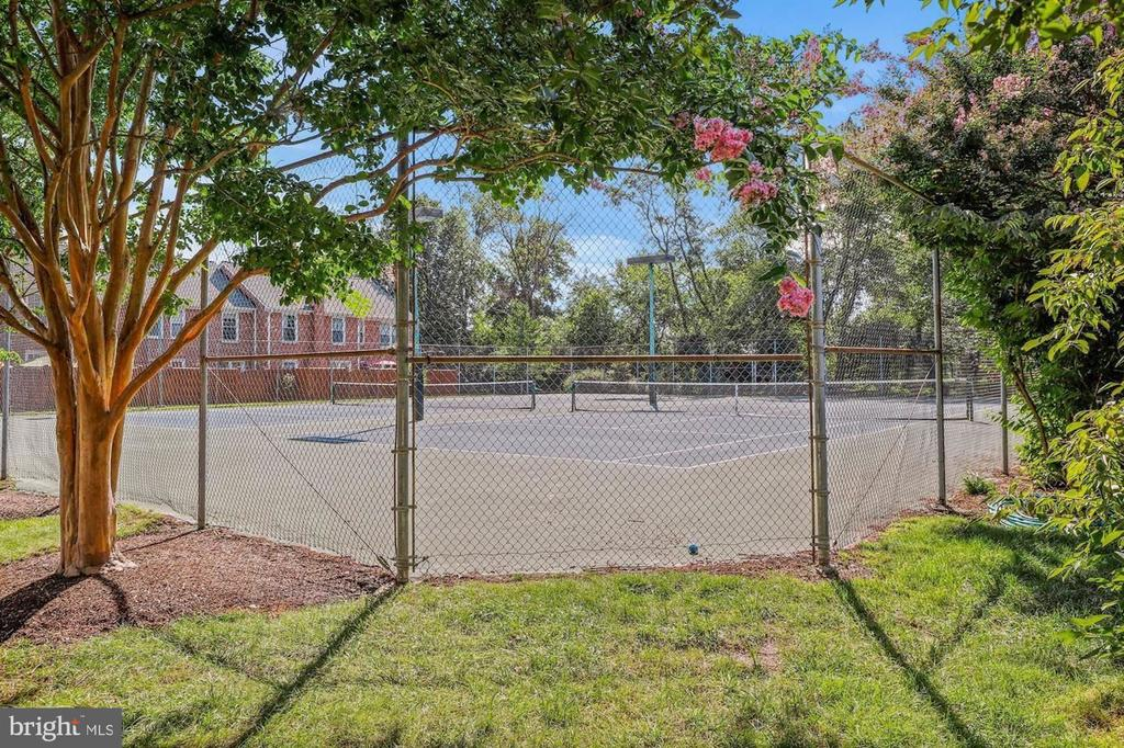 Tennis Court - 2621 S WALTER REED DR #D, ARLINGTON