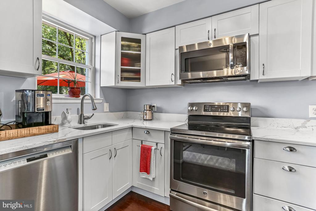 Kitchen with White Cabinets - 2621 S WALTER REED DR #D, ARLINGTON