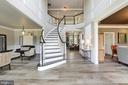 Grand two story entrance with curved staircase - 19598 SARATOGA SPRINGS PL, ASHBURN