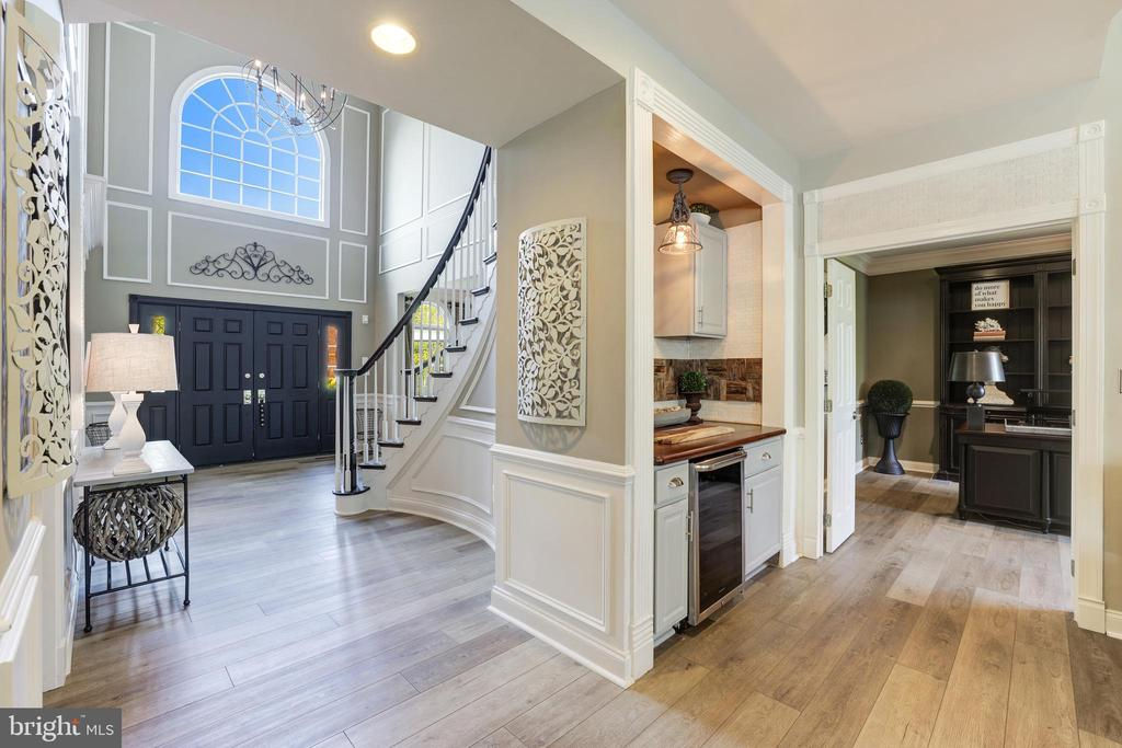Conveniently located in family room - 19598 SARATOGA SPRINGS PL, ASHBURN