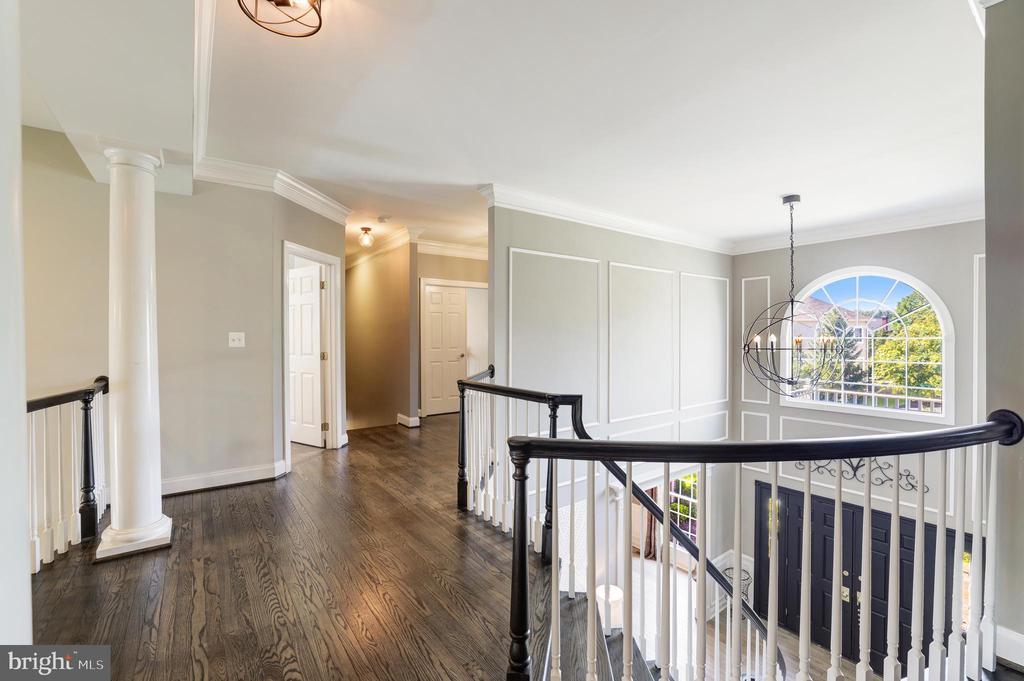 Open hallway upstairs with hardwood floors - 19598 SARATOGA SPRINGS PL, ASHBURN
