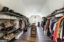 Massive 200 square foot owner's closet - 19598 SARATOGA SPRINGS PL, ASHBURN