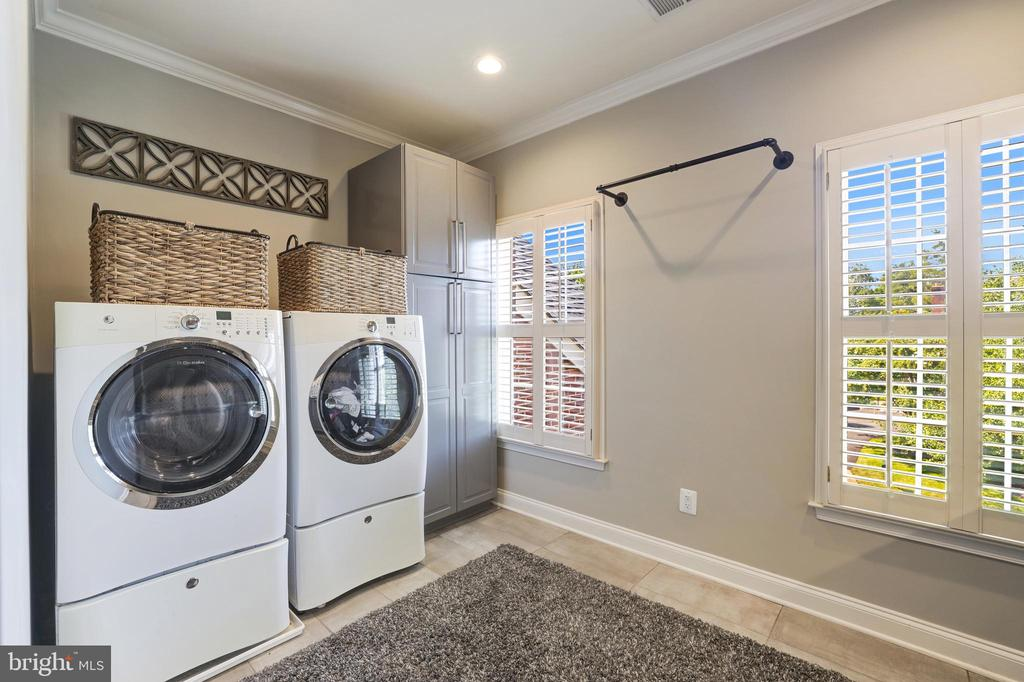 Conveniently located second floor laundry room - 19598 SARATOGA SPRINGS PL, ASHBURN