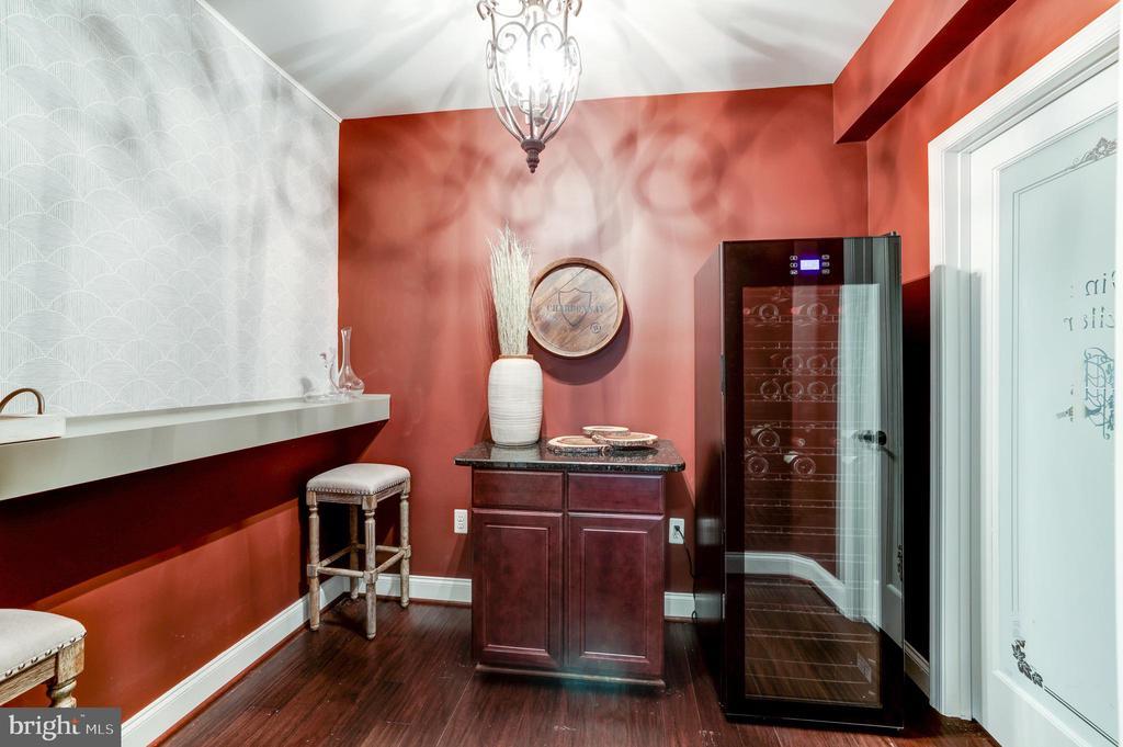 Wine tasting room with 155 bottle wine cooler - 19598 SARATOGA SPRINGS PL, ASHBURN
