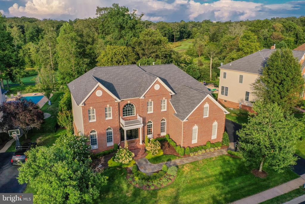 Gorgeous greenery surrounds the home - 19598 SARATOGA SPRINGS PL, ASHBURN