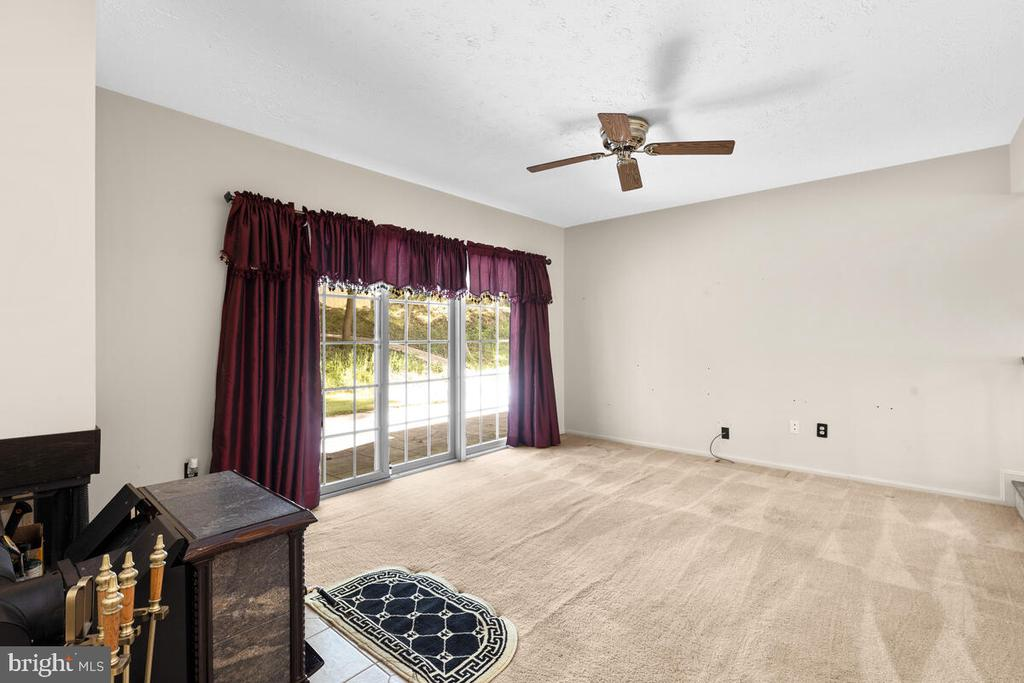 Family Room w/Sliders to Rear Patio - 3000 BEETHOVEN WAY, SILVER SPRING