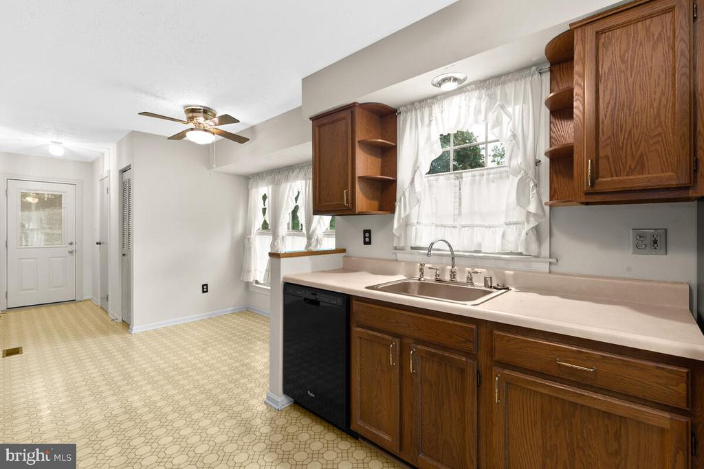 Eat-In Area, Pantry, Powder Room & Rear Exit - 3000 BEETHOVEN WAY, SILVER SPRING