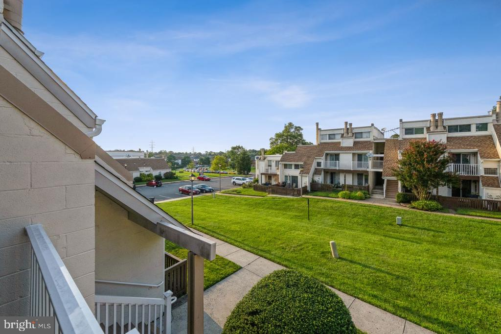 - 1069 NORWOOD CT #1069, STERLING