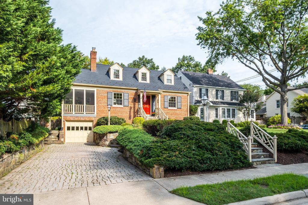 Sited on a level rear lot offering privacy - 6112 WOODMONT RD, ALEXANDRIA