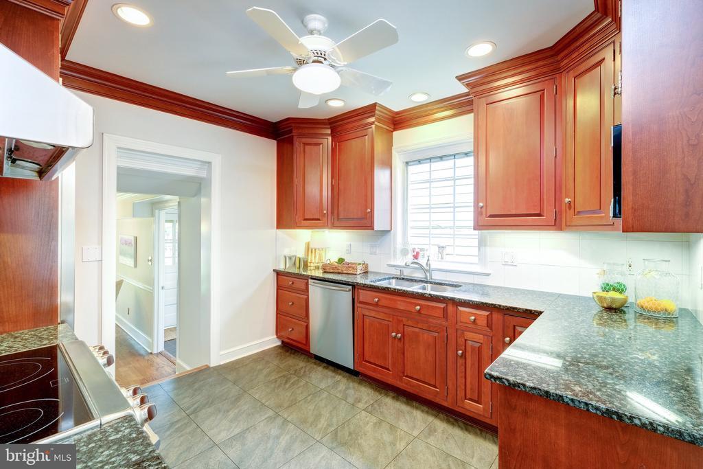 An updated kitchen - 6112 WOODMONT RD, ALEXANDRIA