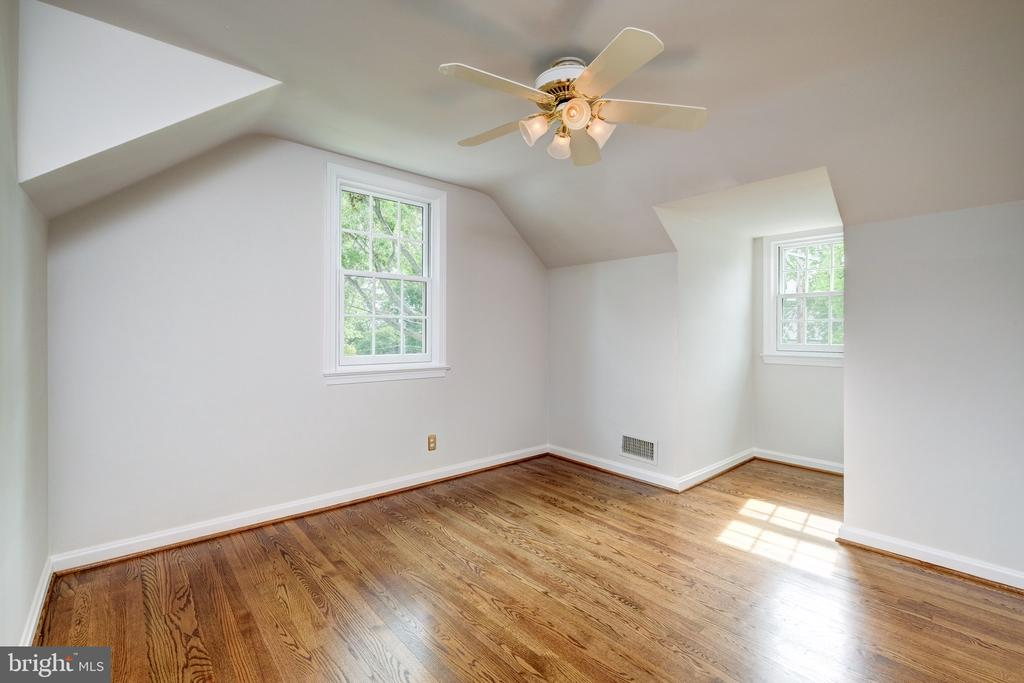 Third bedroom on the 2nd level - 6112 WOODMONT RD, ALEXANDRIA
