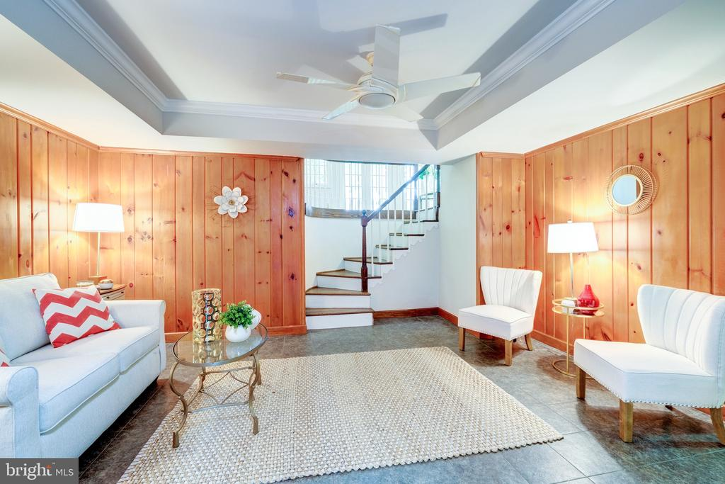 A second family�room / den is on the LL - 6112 WOODMONT RD, ALEXANDRIA
