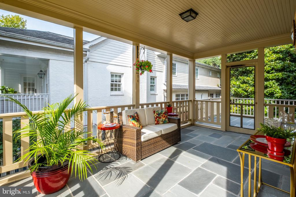 Enjoy your morning cup of coffee here - 6112 WOODMONT RD, ALEXANDRIA