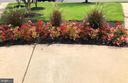 Green spaces and beautiful landscaping - 2285 MERSEYSIDE DR, WOODBRIDGE