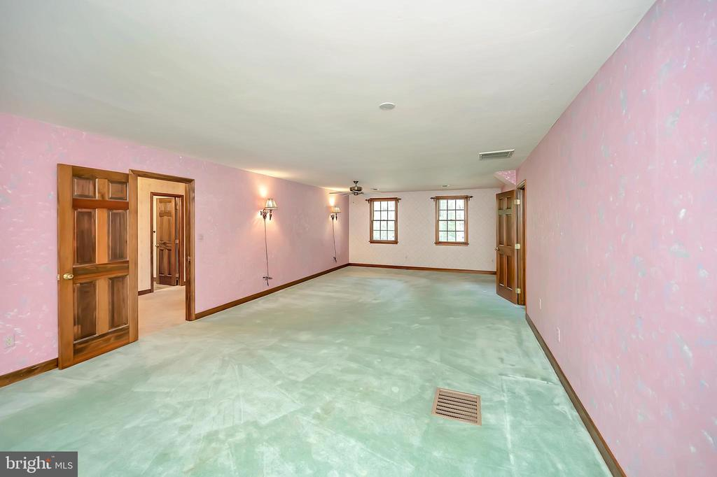 Primary Bedroom that goes forever! - 9704 PAMELA CT, SPOTSYLVANIA
