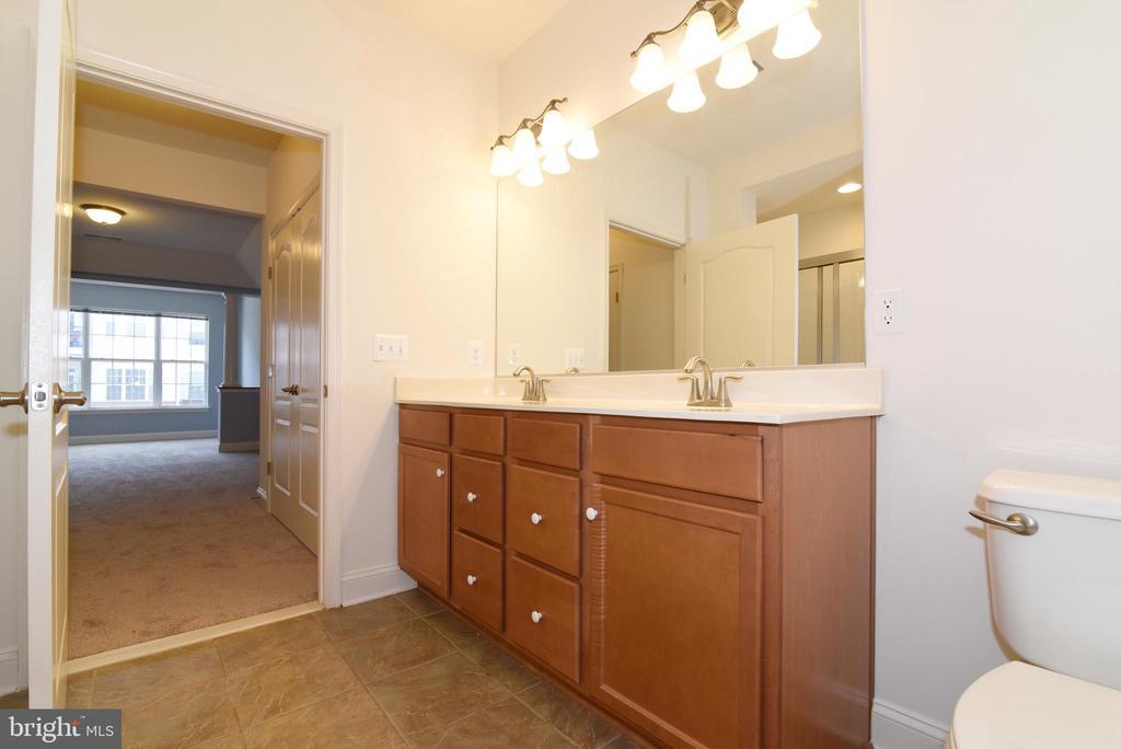 Master bathroom with double sinks - 9200 CHARLESTON DR #201, MANASSAS
