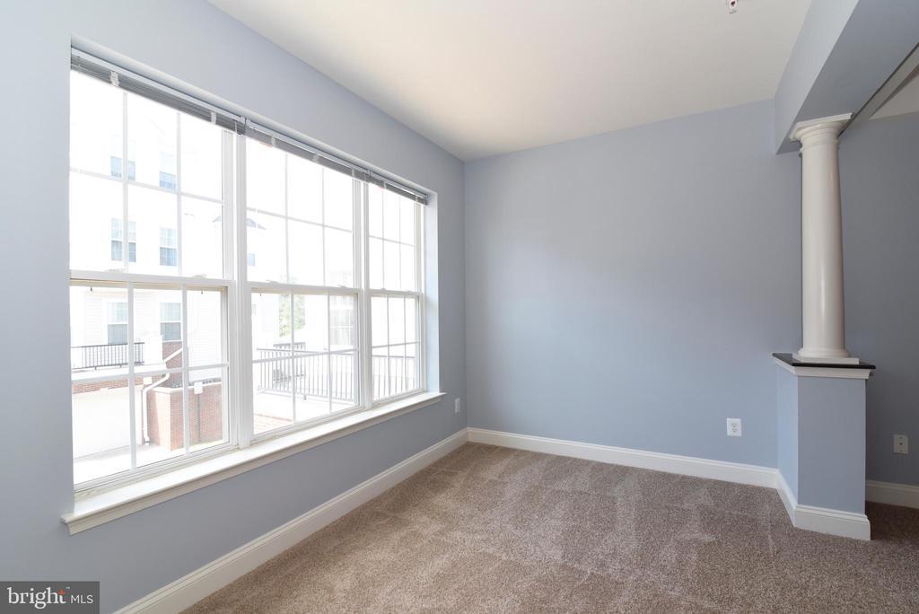 Sitting area in Master Bedroom - 9200 CHARLESTON DR #201, MANASSAS