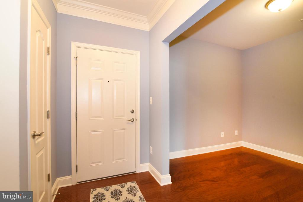 Options possible for beautiful side room - 9200 CHARLESTON DR #201, MANASSAS