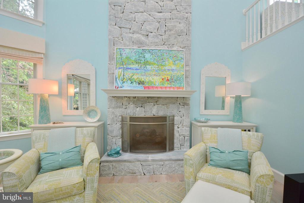 TWO STORY STONE FIREPLACE (GAS) - 10203 BRITTENFORD DR, VIENNA