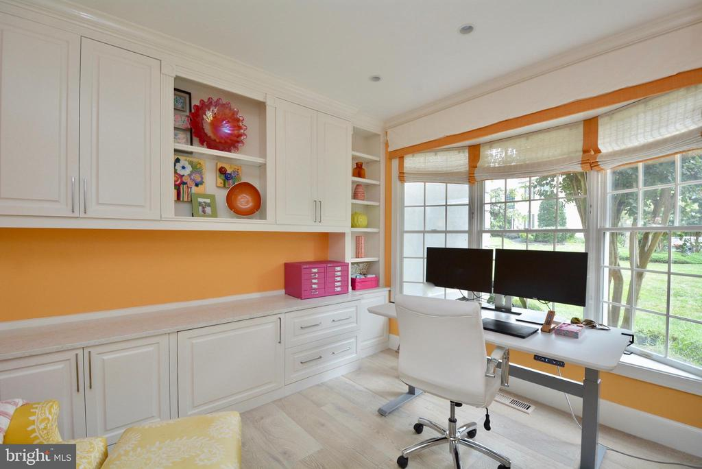 OFFICE WITH BUILT IN CUSTOM CABINETS & QUARTZ - 10203 BRITTENFORD DR, VIENNA