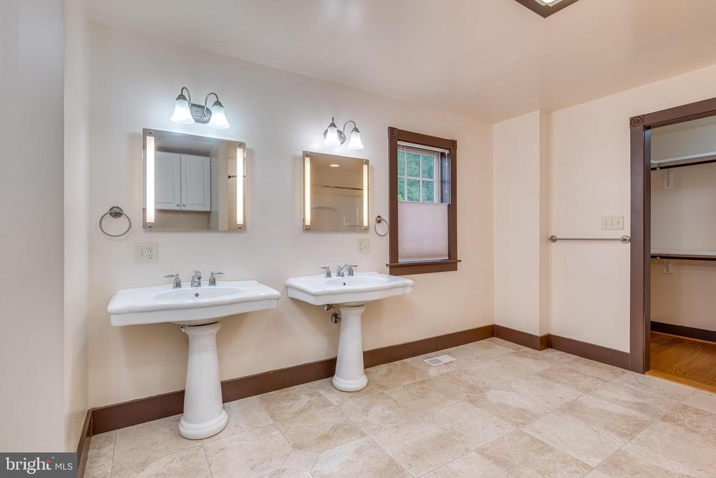 Main level owners suite/Handicap accessible - 331 HIGH ST, SHEPHERDSTOWN