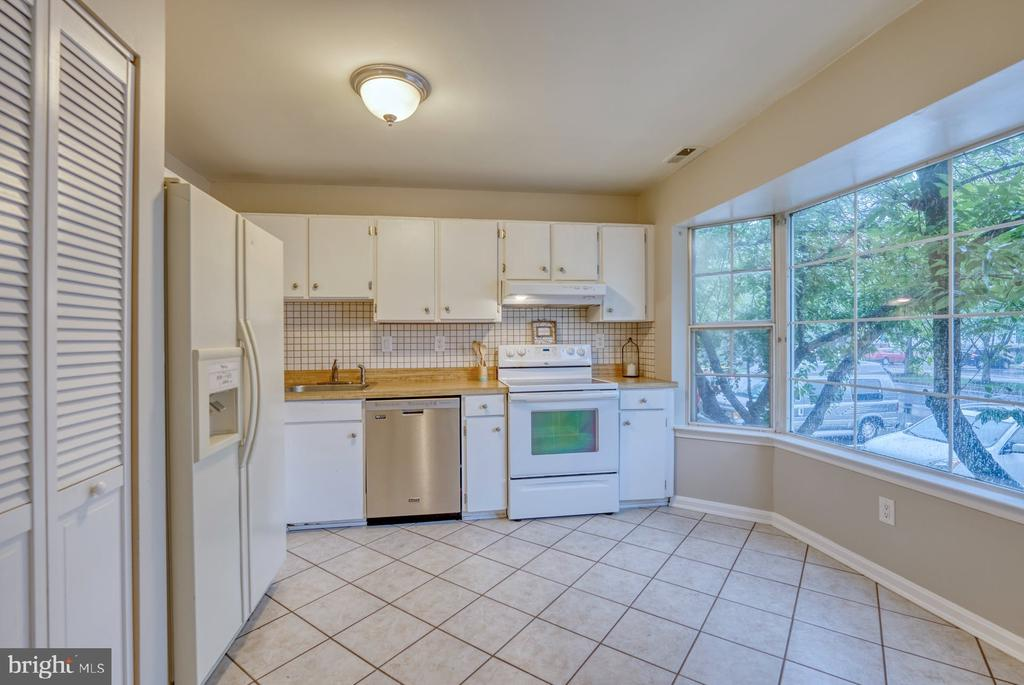 room for table or island - 4120 PLACID LAKE CT #66E, CHANTILLY