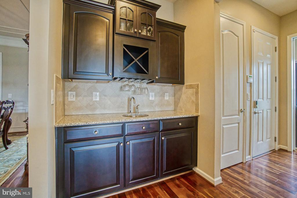 Buffet/butler's pantry - 16604 FOX CHASE CT, LEESBURG