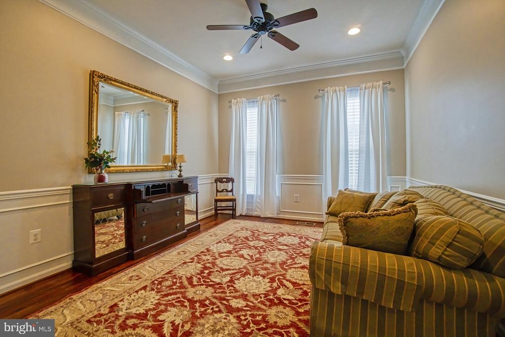 One of three bedrooms on main level - 16604 FOX CHASE CT, LEESBURG