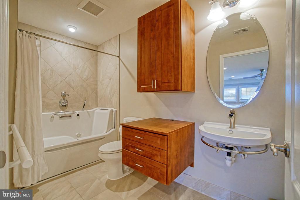 Full bath in loft area - 16604 FOX CHASE CT, LEESBURG