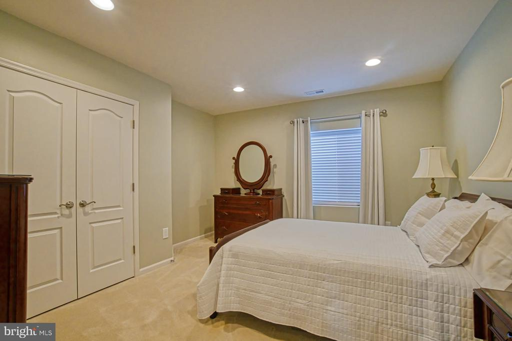 Bedroom #4 - located in basement - 16604 FOX CHASE CT, LEESBURG