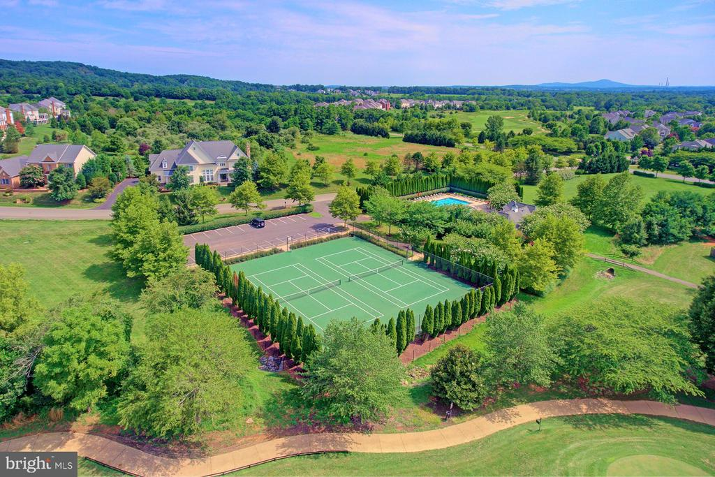 Community tennis courts - 16604 FOX CHASE CT, LEESBURG