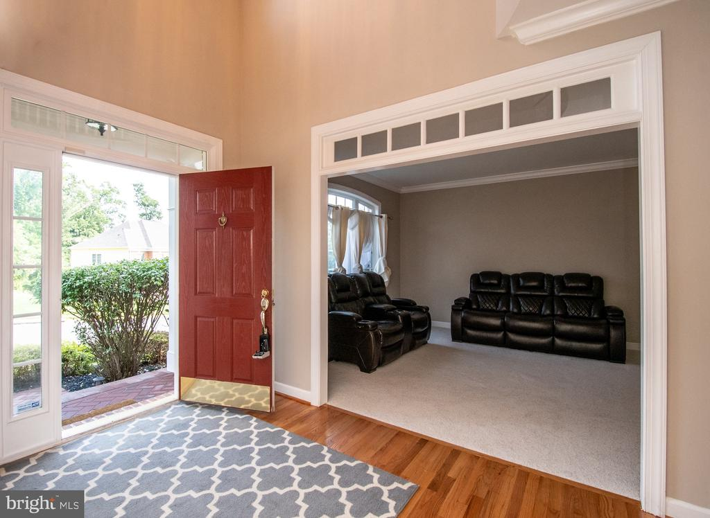 Living room view - 18621 KERILL RD, TRIANGLE