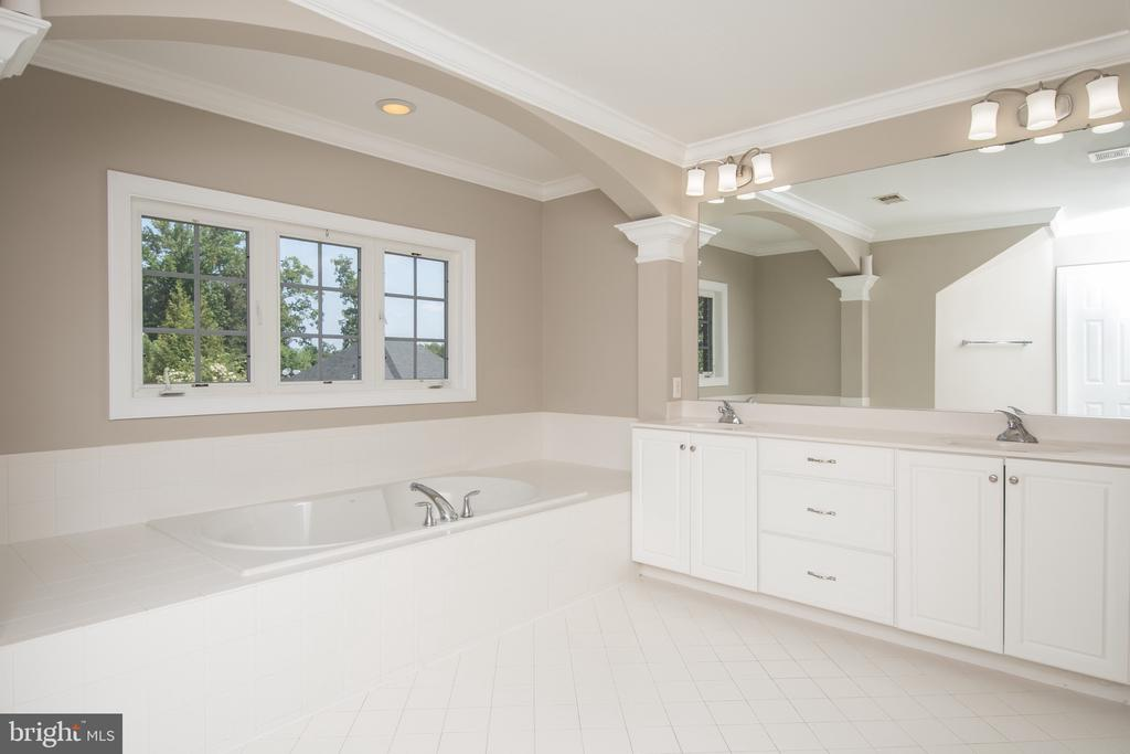 Luxury masterbath - 18621 KERILL RD, TRIANGLE