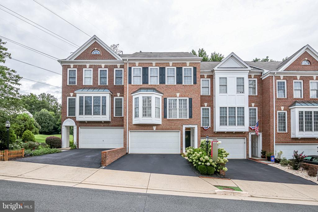 Welcome home to 3162 Grovehurst Place! - 3162 GROVEHURST PL, ALEXANDRIA