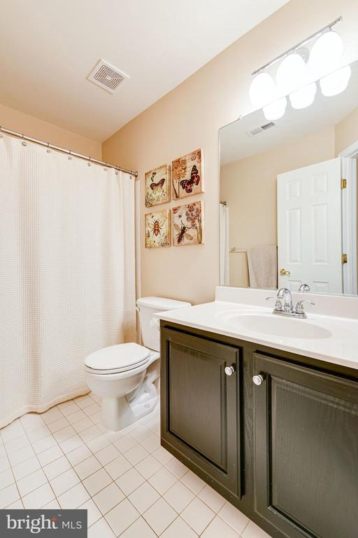 And another full bathroom with tub/shower combo - 3162 GROVEHURST PL, ALEXANDRIA