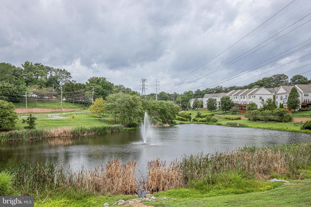 Two acre pond (with fishing) close by - 3162 GROVEHURST PL, ALEXANDRIA